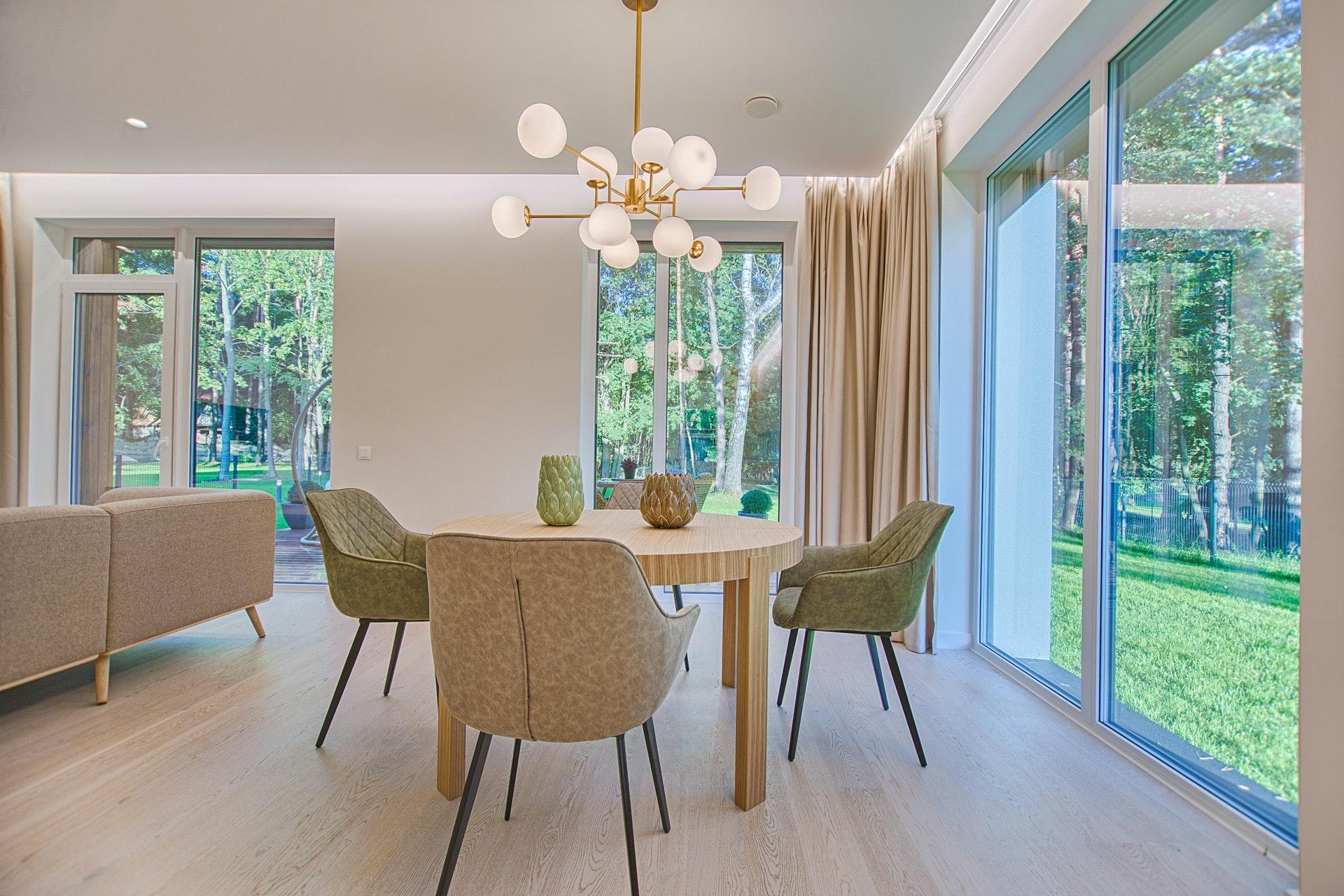 ユニバーサルホームで家を建てた人の本音の評判・口コミを暴露!坪単価や特徴・注意点まで分かる完全ガイド